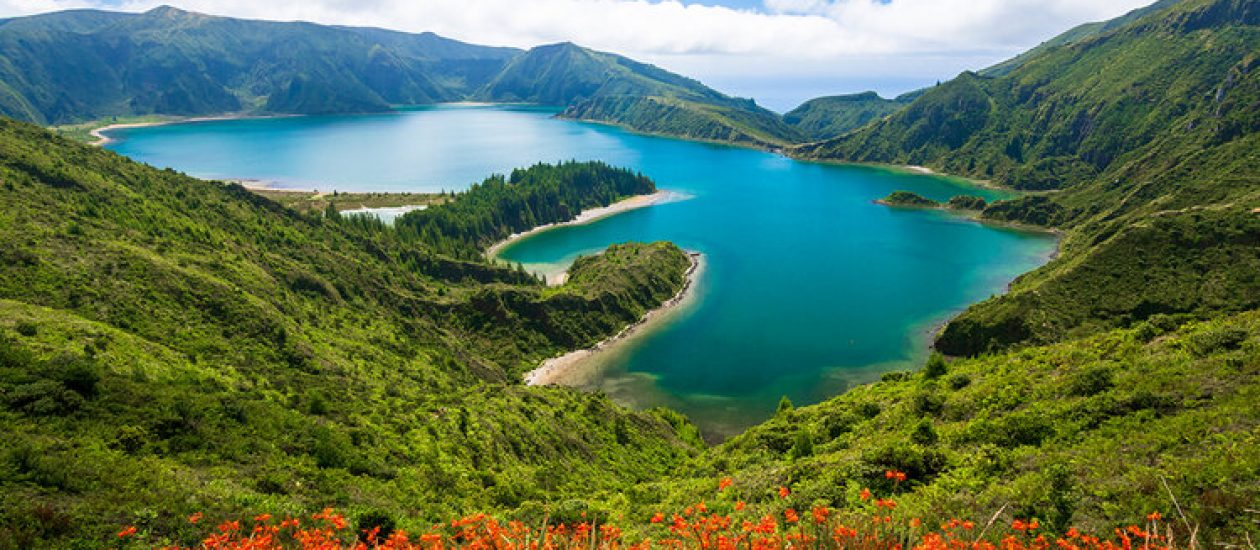 Beautiful Scenic View Of Turquoise Water Of Lagoa Do Fogo (lake